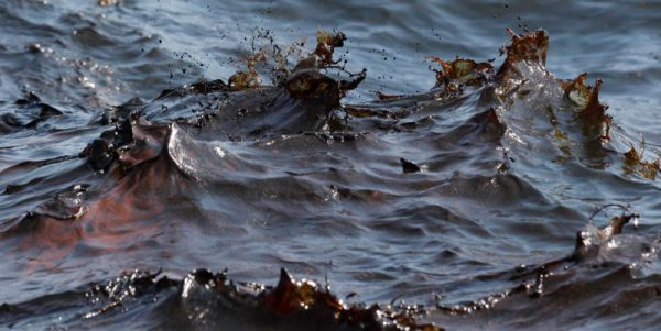 Как ликвидируются разливы нефти в море
